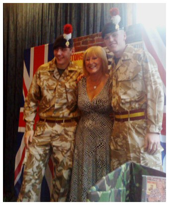 Lynsey Leigh-Davies and her forties/wartime show